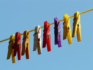 La cuerda de tender ropa es buena para hacer atadas fuertes