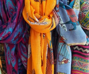 Las cuerdas de tela las podemos hacer de cualquier ropa vieja que tengamos